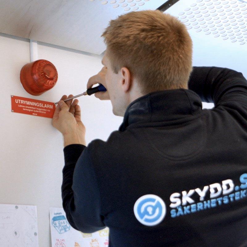 Installation av brand- och utrymningslarm av SKYDD Säkerhetsteknik AB